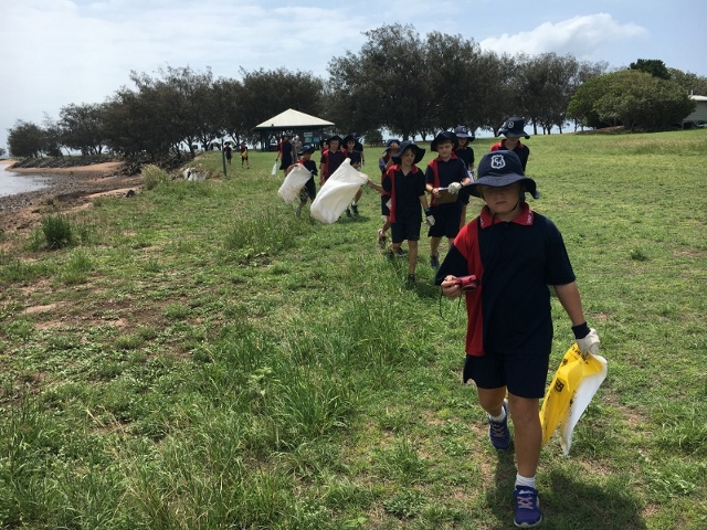 Moreton Bay Environmental Education Centre and Camp Hill Infants and Primary School Clean up Moreton Bay